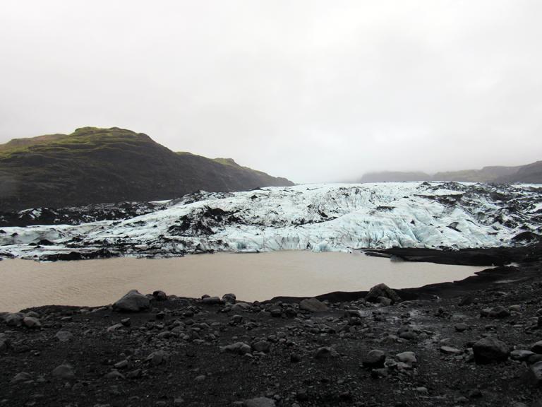 Warum setzt der Verstand bei besonderen Naturschauspielen aus? http://fernwehge.com/2016/02/22/naturgewaltenisland/ #glacier #iceland #sólheimajökull